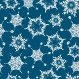 Os flocos de neve tirados mão dos christmass dos azuis marinhos do feriado do vetor repetem o fundo sem emenda do teste padrão Po Fotografia de Stock Royalty Free