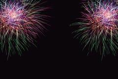Os fogos-de-artifício abstraem no fundo escuro Foto de Stock