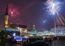 Os fogos-de-artifício de ano novo em Tallinn Fotografia de Stock Royalty Free