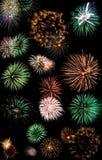 Os fogos-de-artifício explodem em cima Imagens de Stock