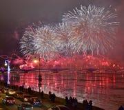 Os fogos-de-artifício grandes coloridos devotaram ao fim de ano 2017 Fotografia de Stock Royalty Free