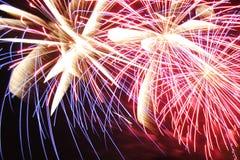 Os fogos-de-artifício iluminam acima o céu Fotos de Stock Royalty Free