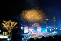 Os fogos-de-artifício indicam durante NDP 2009 Foto de Stock
