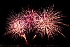 Os fogos-de-artifício sobre a cidade comemoram no festival feliz Fotos de Stock Royalty Free