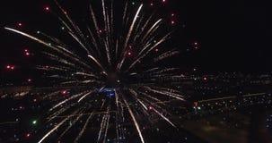 Os fogos-de-artifício voam a noite 4k filme