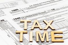 Os formulários de imposto 1040,1120,1065 O conceito do dia do imposto imagens de stock royalty free