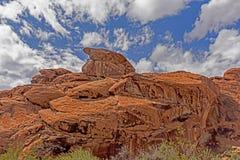 Os formulários e as formas vêm ver das rochas maciças no vale do fogo Foto de Stock Royalty Free