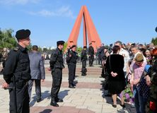Os fortes medidas de segurança como suportes do Pro-russo chegam no memorial de Chisinau Imagens de Stock