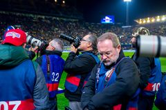 Os fotógrafo tomam imagens no fósforo de Liga do La entre o Villarreal CF e o FC Barcelona no estádio do madrigal do EL Foto de Stock Royalty Free