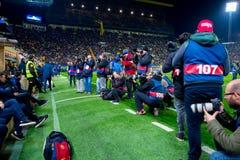 Os fotógrafo tomam imagens no fósforo de Liga do La entre o Villarreal CF e o FC Barcelona no estádio do madrigal do EL Fotos de Stock