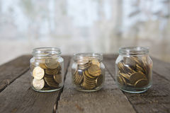Os frascos de vidro com dinheiro inventam o rublo Imagem de Stock