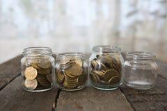 Os frascos de vidro com dinheiro inventam o rublo Imagens de Stock