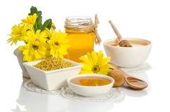 Os frascos do mel, do pólen e da flor Fotografia de Stock Royalty Free