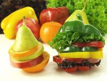 Os frutos cortados puseram em um Imagens de Stock