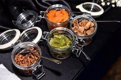 Os frutos secos com ingredientes fecham-se acima na garrafa de vidro Fotografia de Stock Royalty Free