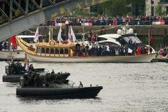 Os fuzileiros navais reais e a barca real, Gloriana Imagens de Stock
