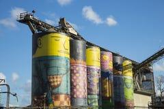 Os Gemeos bij de silo in Vancouver Stock Fotografie