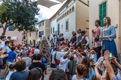 Os gigantes desfilam em Alcudia imagem de stock
