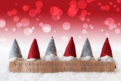 Os gnomos, Bokeh vermelho, Gutes Neues Jahr significam o ano novo feliz Foto de Stock