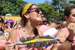 Os grupos de Rio Carnival desfilaram através da cidade e advertem sobre riscos do vírus de Zika fotografia de stock royalty free