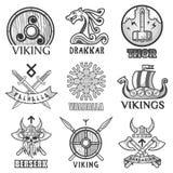 Os guerreiros antigos escandinavos de Viking enviam, os protetores dos braços e os ícones dos símbolos do capacete ajustados Imagem de Stock