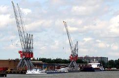 Os guindastes estão funcionando no porto de Rotterdam Foto de Stock Royalty Free