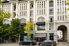 Os hamburgueres da estrela do preto do restaurante abriram em Grozny, Chechnya Foto de Stock Royalty Free