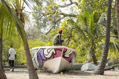 Os homens constroem um barco Imagem de Stock Royalty Free