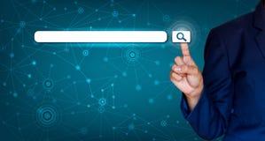 Os homens de negócios agitam as mãos para proteger a informação no Cyberspace O homem de negócios que guarda o protetor protege a imagem de stock royalty free