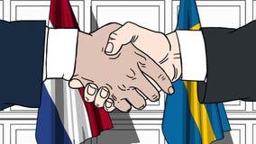 Os homens de negócios ou os políticos agitam as mãos contra bandeiras de Países Baixos e de Suécia Reunião ou cooperação oficial  ilustração stock
