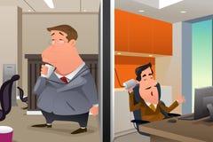 Os homens de negócios que falam usando uma corda podem telefonar Foto de Stock Royalty Free