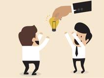 Os homens de negócios são dados uma ampola da ideia Imagens de Stock Royalty Free
