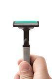 Os homens entregam guardar um barbeador no branco Imagens de Stock Royalty Free