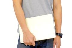 Os homens estão guardando um portátil do computador dos modelos novos Imagem de Stock Royalty Free