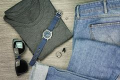 Os homens formam, equipamentos ocasionais, grupo de roupa e vários acessórios Imagens de Stock Royalty Free