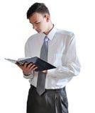 Os homens novos leram o livro no fundo branco r Imagem de Stock