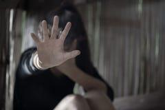 Os homens são violentos às mulheres, abuso sexual da parada, anti-traficando a fotos de stock royalty free
