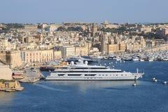 Opinião grande do porto para Birgu foto de stock