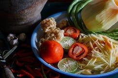 Os ingredientes ajustaram-se da salada da papaia ou do Tum do som Fotografia de Stock