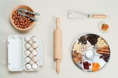 Os ingredientes endurecem em um fundo cinzento Imagem de Stock