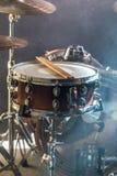 Os instrumentos musicais rufam o jogo, flash da luz, uma luz bonita Imagem de Stock Royalty Free
