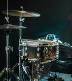 Os instrumentos musicais rufam o jogo, flash da luz, uma luz bonita Fotos de Stock Royalty Free