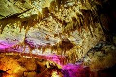 Os interiores de Kumistavi cavam, sabido como a caverna do PROMETHEUS, uma de maravilhas naturais do ` s de Geórgia Fotografia de Stock