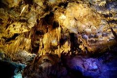 Os interiores de Kumistavi cavam, sabido como a caverna do PROMETHEUS, uma de maravilhas naturais do ` s de Geórgia Imagens de Stock