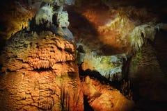 Os interiores de Kumistavi cavam, sabido como a caverna do PROMETHEUS, uma de maravilhas naturais do ` s de Geórgia Imagem de Stock