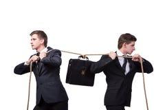 Os irmãos gêmeos no conceito do conflito isolados no branco Imagens de Stock