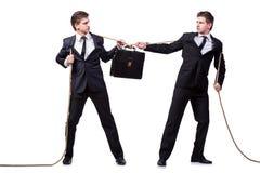 Os irmãos gêmeos no conceito do conflito isolados no branco Fotografia de Stock Royalty Free
