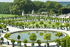 Os jardins do palácio de Versalhes fotografia de stock