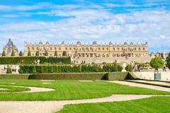 Os jardins do palácio real de Versalhes perto de Paris em França Imagens de Stock Royalty Free