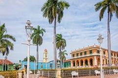 Os jardins no prefeito da plaza - quadrado principal em Trinidad imagem de stock royalty free